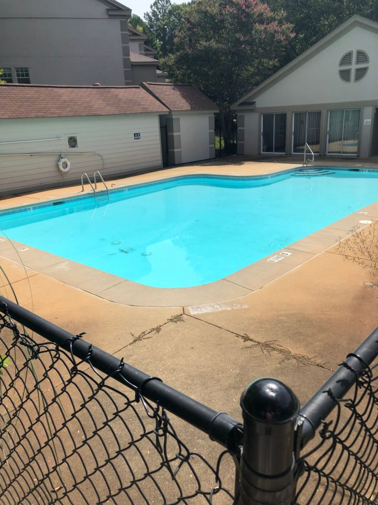 Hudson Residential 2506 Avent Ferry Road Raleigh - Clubhouse and Pool